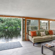 Urban 2200sf Bungalow With Stunning River View, Sleeps 10