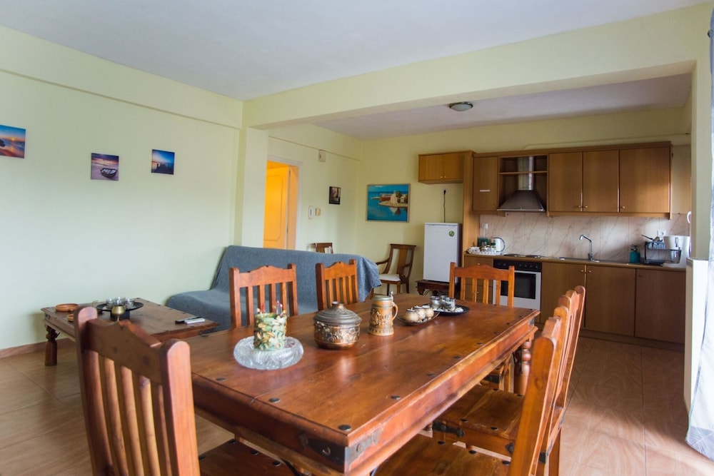 Private Kitchen, D1-George Apartments by the Sea and Airport1