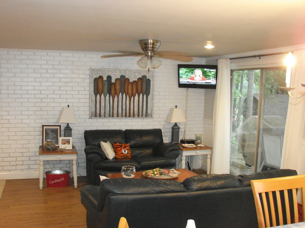 Living Room, Great Get-a-way Lakefront House - 2 Bdrm/2 Bath