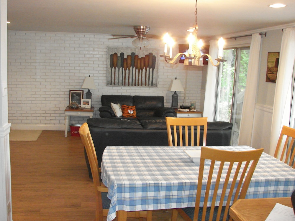 Private Kitchen, Great Get-a-way Lakefront House - 2 Bdrm/2 Bath