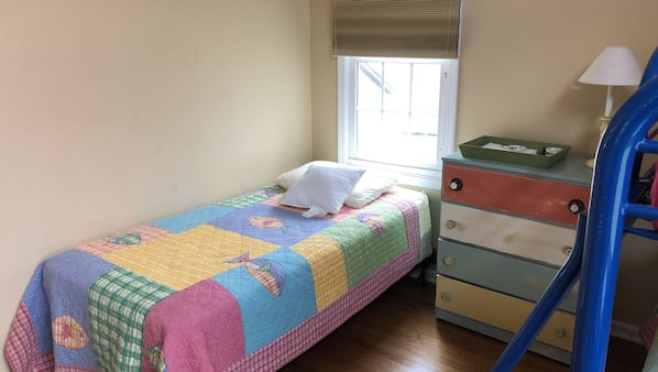 5 bedrooms, WiFi, bed sheets