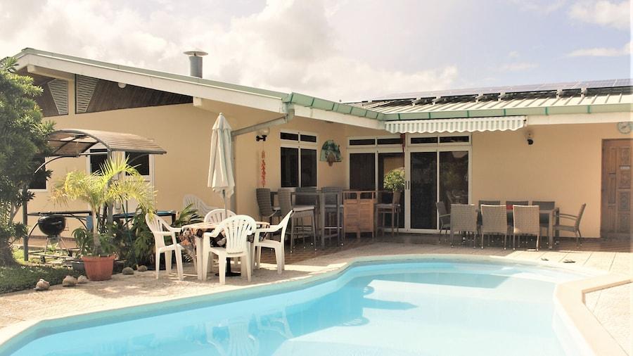 Tahiti - Sanny's Place Room & Pool