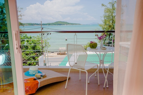 Oceanfront Premier Two-bedroom Suite ~rawai Beach