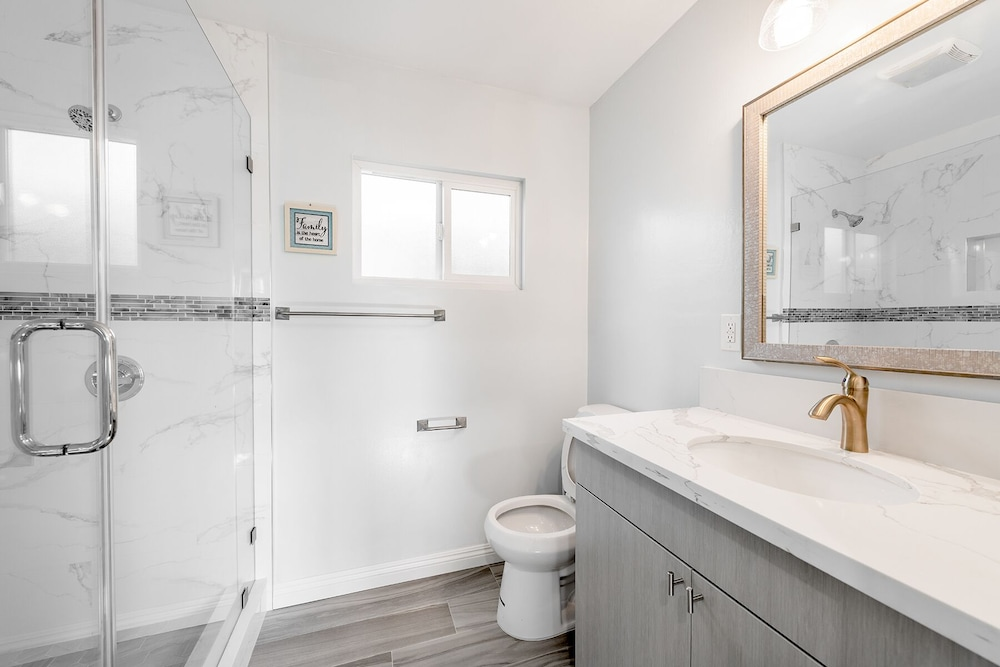 Bathroom, Cozy Back House/ In-law Suite for 4; 2 Beds!