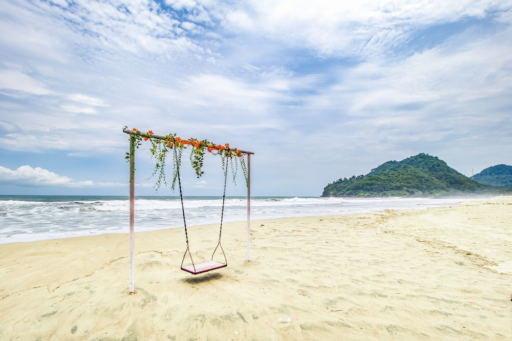 Beach, Pantai Suwuk River View Bungalow