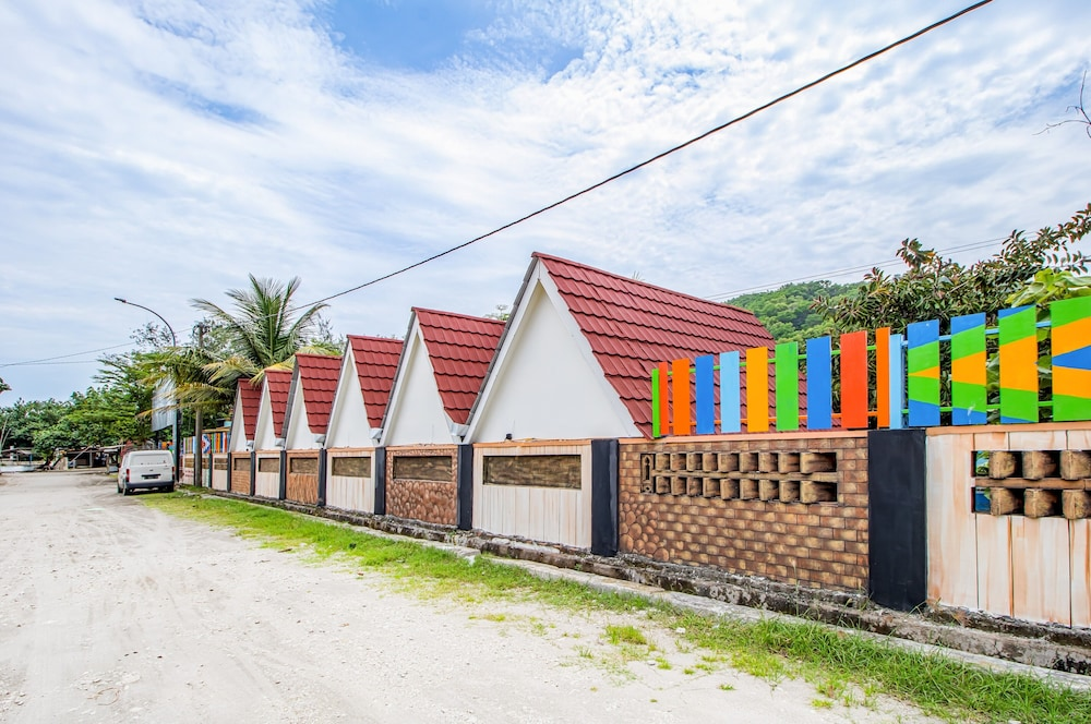 Front of Property, Pantai Suwuk River View Bungalow
