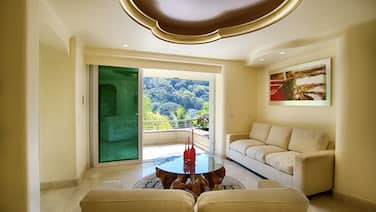 Luxury Suite With Garden and Ocean View
