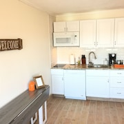 Studio Condo, Full Kitchen, Weekly Discounts