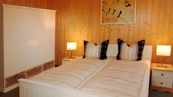 2 Schlafzimmer, Bügeleisen/Bügelbrett, Bettwäsche