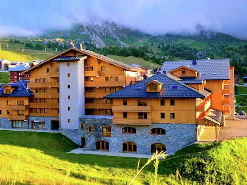 Tasteful Apartment Directly on the Slopes of Plagne Soleil