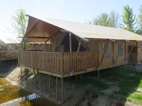 Lovely Tent With a Kitchen and Bathroom, Located Near a Pond