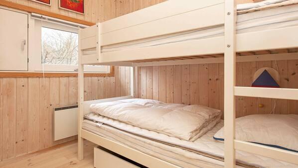 3 makuuhuonetta, vauvansängyt
