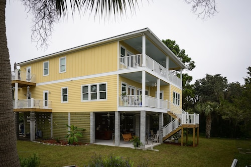 Perfect Family and Friends Retreat Waterfront Home on Marsh/tidal Creeks