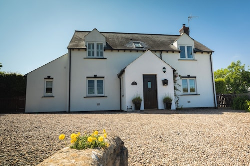 Detached Cottage Within Walking Distance of Bosherston Lily Ponds