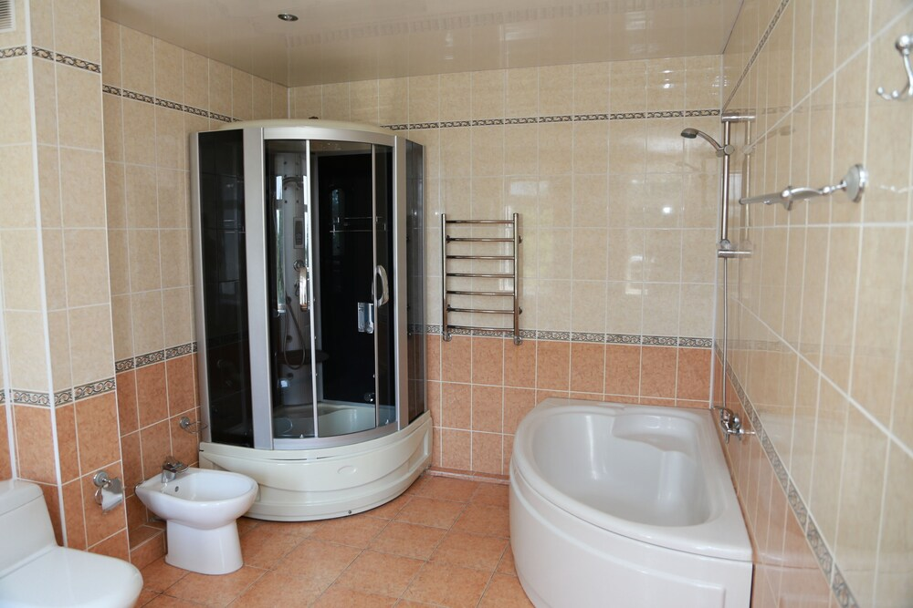 Bathroom, Golden Line Resort