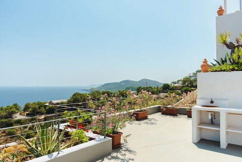 Exclusive 4 Bedroom Villa With Private Infinity Pool, Ibiza Villa 1067