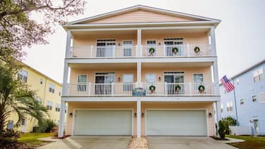 Ocean Breeze Cottage:<br>707-1  37th Ave South, North Myrtle Beach