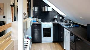 Kjøleskap, mikrobølgeovn, ovn og oppvaskmaskin