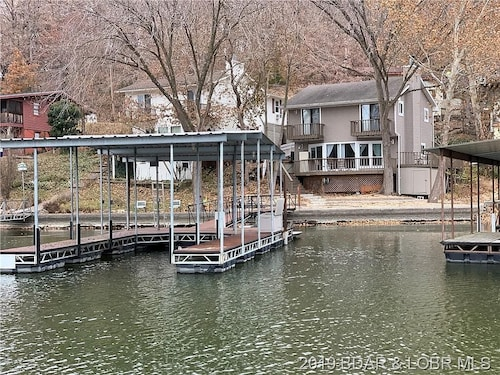 Lakefront Home, Great Location, Close to Golf Courses, the Strip, & Restaurants