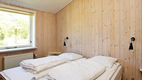 4 makuuhuonetta, vauvansängyt
