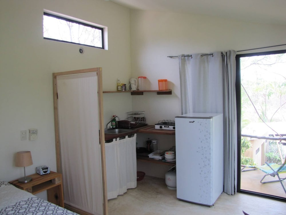 Private Kitchen, . Double Bed, Queen Size, Small Kitchen, Terrace, Wi-fi- air Condition. Quiet