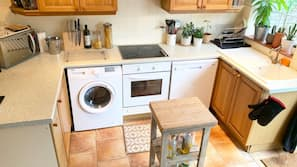 Fridge, dishwasher