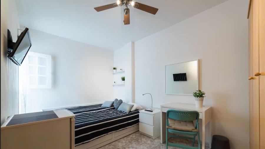 #3 Private Room Renovated Apt Habi