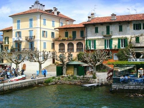 Homely Mansion in Isola Superiore Near Lake