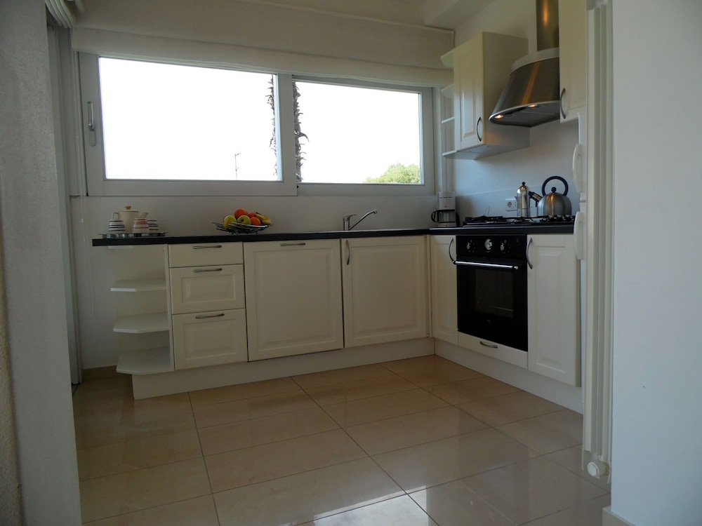 Private Kitchen, Nice Apartment in a Villa With Three Apartments, With Private Porch and Garden