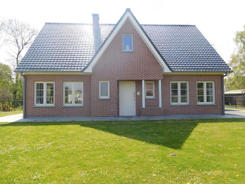 Elite Holiday Home in Hengstdijk With Pool