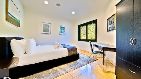 7 bedrooms, iron/ironing board, Internet