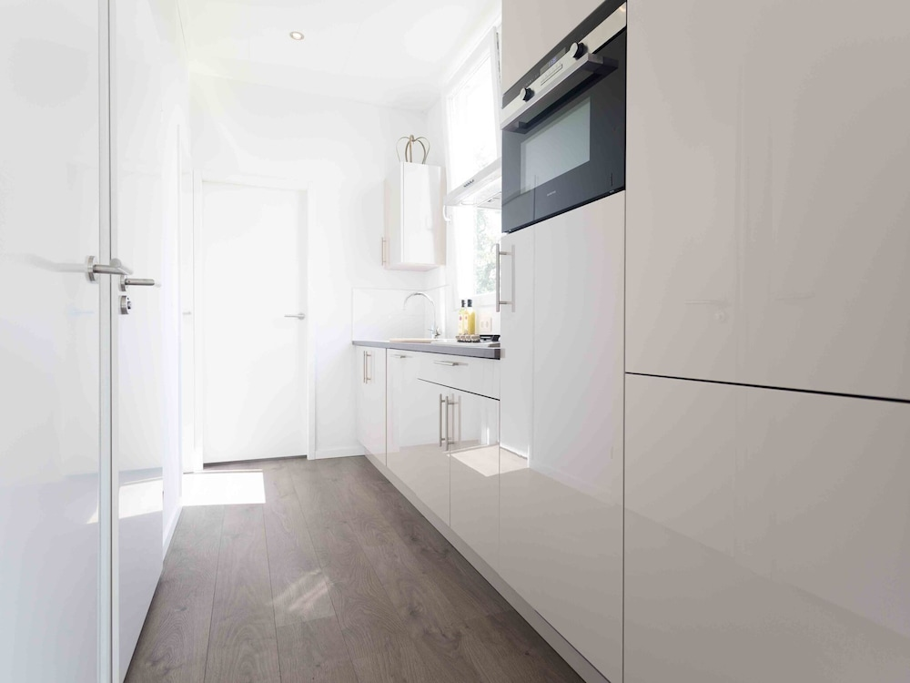 Private Kitchen, Modern Chalet With Dishwasher, Only 18 km. From Rotterdam