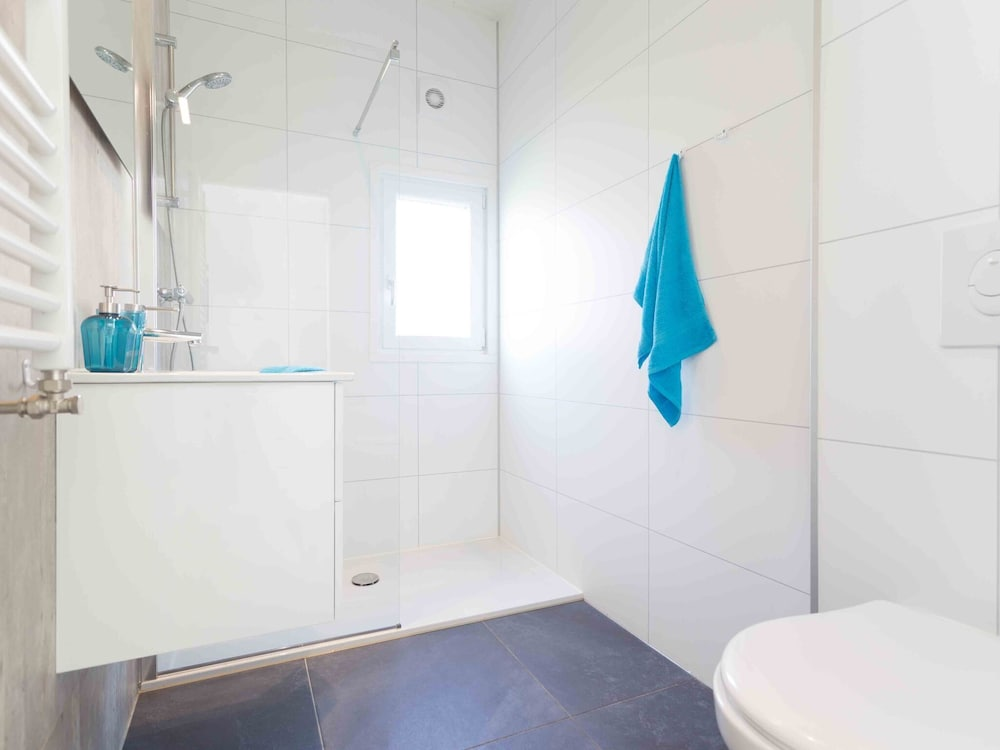 Bathroom, Modern Chalet With Dishwasher, Only 18 km. From Rotterdam