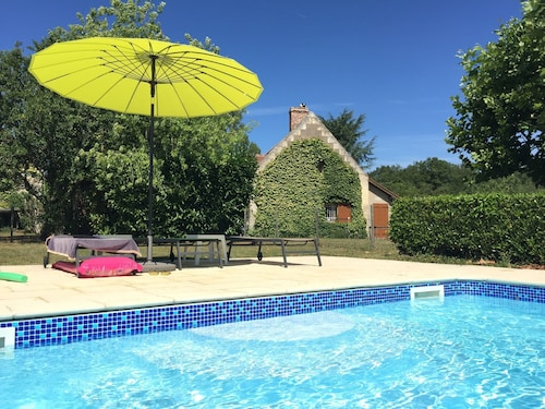 Holiday Home Near Montrichard With Shared Swimming Pool in an Oasis of Peace and Quiet