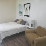 Chic & Comfortable Studio in Central Jax