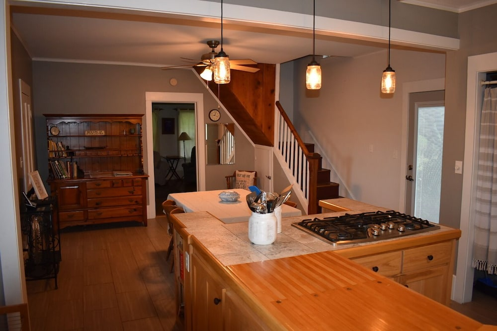 Private Kitchen, The Cass House on the Mulberry River / Near OHV Trails
