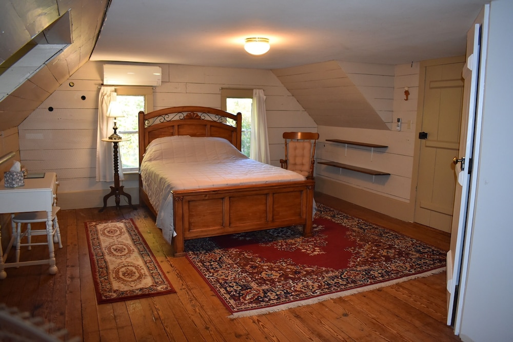 Room, The Cass House on the Mulberry River / Near OHV Trails
