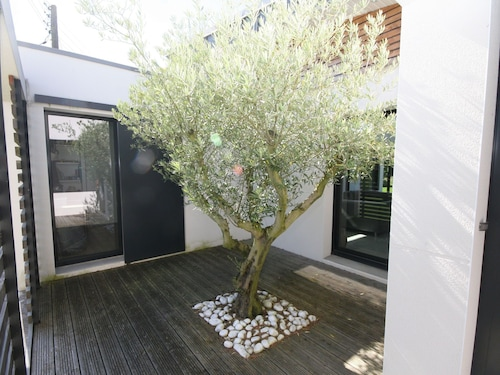 Modern Villa in Plougastel-daoulas With Indoor Pool
