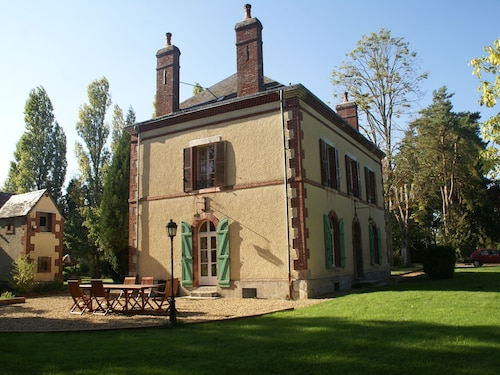 Cozy Holiday Home With Garden in Cernoy-en-berry France