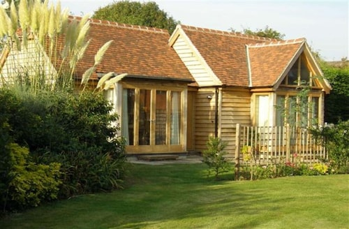 Perfect Retreat in Goodwood and Edge of South Down National Park and Near Coast