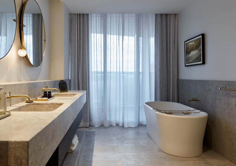 Bathroom, Eos by SkyCity