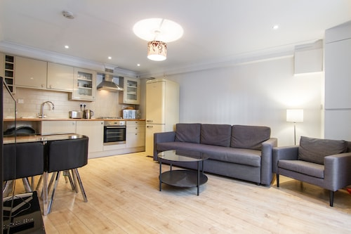 Corona Free - Modern 3-bed, 2.5 Bath House Near Clapham for 6 People