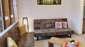 Fireplace, MP3 dock