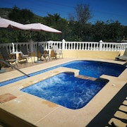 Lovely Holiday Home in Aigues With Private Swimming Pool