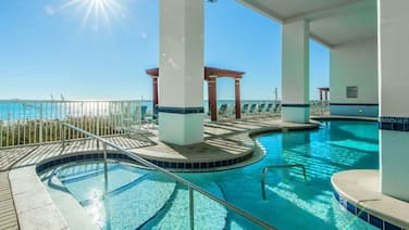 Work at the beach! WiFi, Balcony, Heated indoor pools,8th floor, fully remodeled