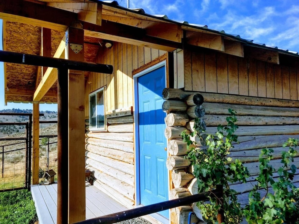 , Peaceful, Remote Cabin + Epic Stargazing + Stunning Malheur River View