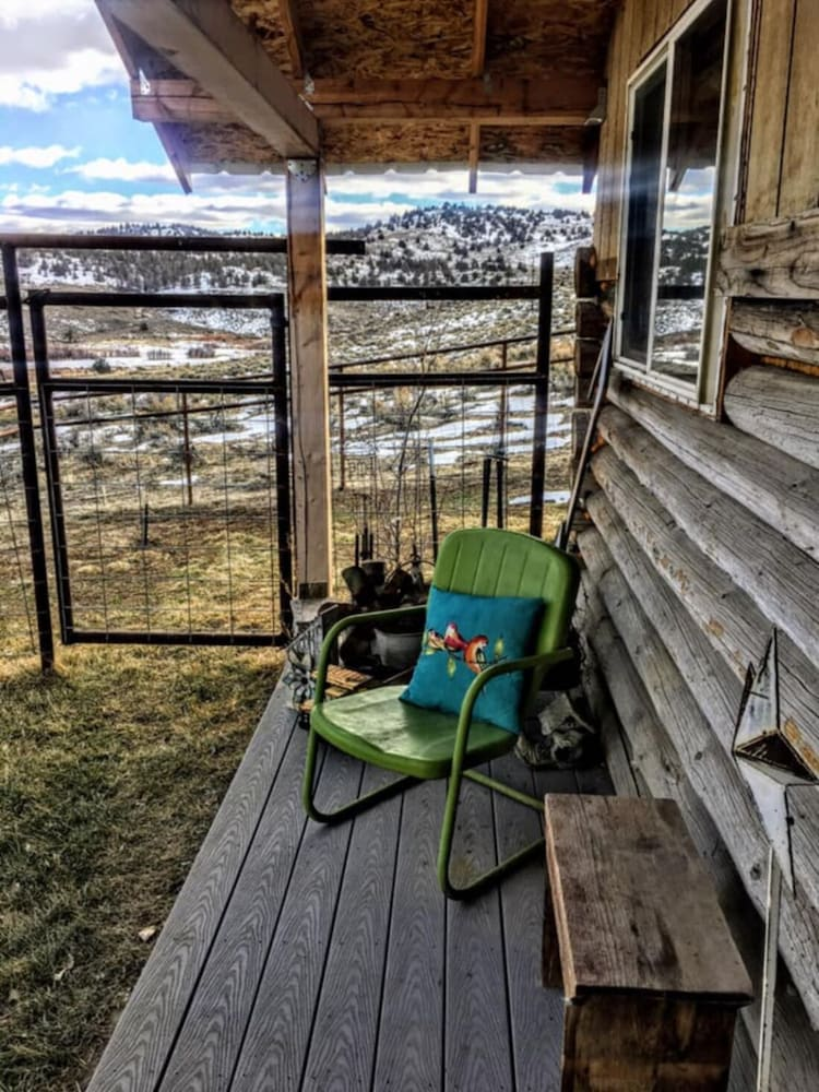 Balcony, Peaceful, Remote Cabin + Epic Stargazing + Stunning Malheur River View