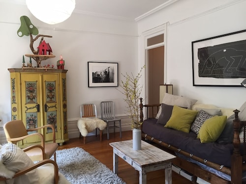 Large Sunny 2BR apt French Doors+container Garden Steps to Columbia University