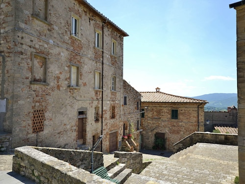 Part of a Large House in the Center of Monte Castelli Pisano