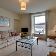 Modern Apartment Near the Estuary of the Mawddach River
